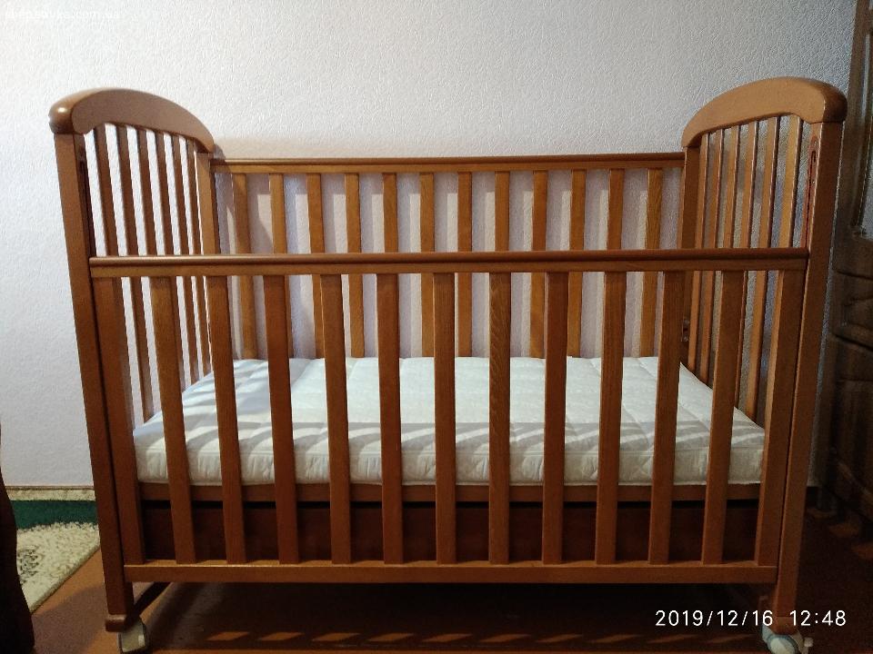 Дитяче ліжечко з матрасом в ідеальному стані