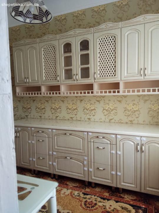 Кухня, Стол и Холодильник