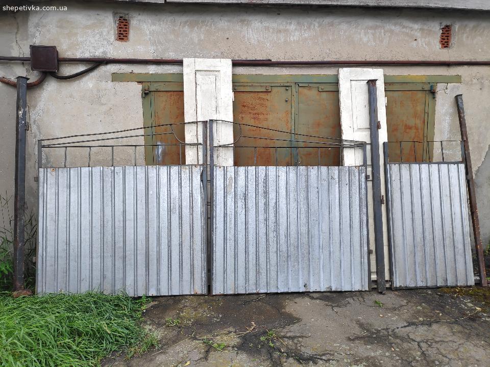 Металеві ворота з хвірткою