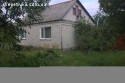 Продается одноэтажный четырех комнатный кирпичный дом