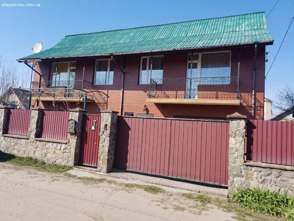 Продаю 2 поверховий дім з  ділянкою на 6 соток, 220 м.кв.