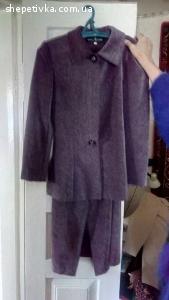 Продаю костюми