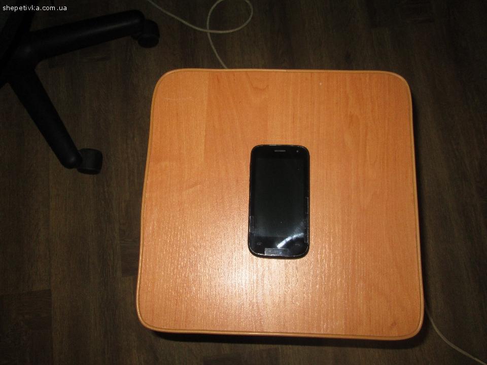 Продаю мобільний телефон fly iq445