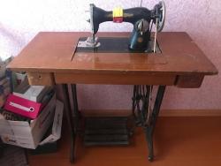 Продам б/у ножную швейную машинку