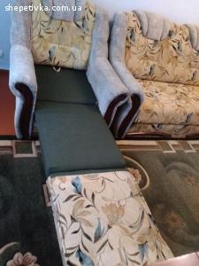 Продам диван і одне крісло.
