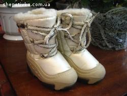 Продам нові дитячі чобітки