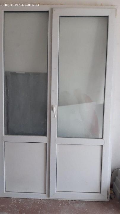 Продам пластикові б/вдвері (балконий блок) в гарному стані