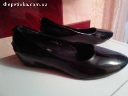 Продам туфлі і балетки