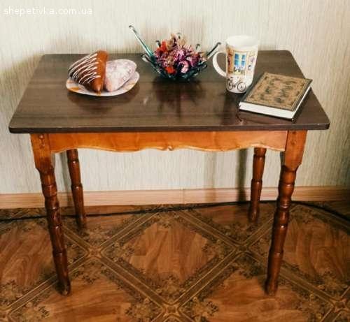 Різьблений журнальний столик з дерева ручної роботи