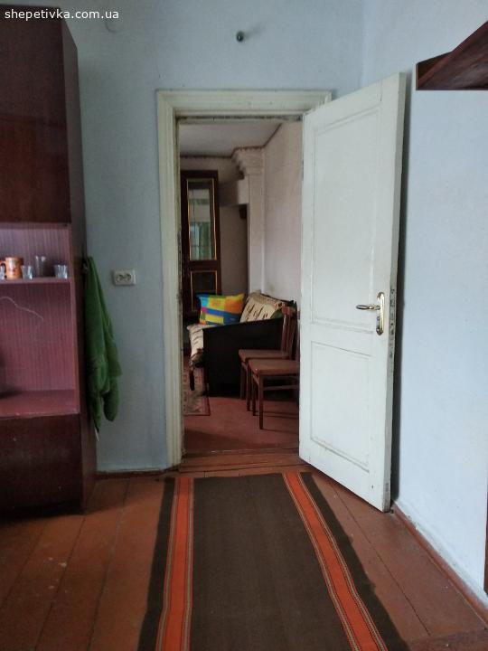 Терміново продається двох кімнатна квартира в будинку