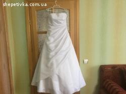 Весілньна сукня і туфлі