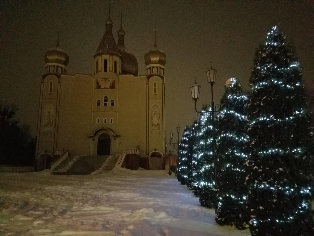 Новорічний настрій біля Свято-Михайлівського кафедрального собору