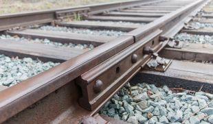 Житель Шепетівщини сплатить штраф за крадіжку деталей залізничних рейок