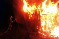 По вулиці Степана Бандери вночі горіла тимчасова господарча будівля