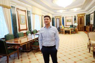 Зеленський анонсував 8 тисяч гривень допомоги ФОПам та працівникам, які втратили роботу