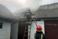 На Шепетівщині блискавка мало не спалила господарчу будівлю