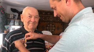 Жителю села Вовківці вручили нагрудний знак «Почесний ветеран України»