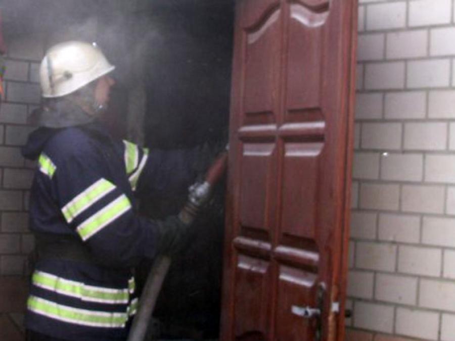 Прикарпатські «надзвичайники» врятували на пожежі двох пенсіонерів
